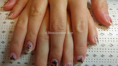 Beautysalon Sue – Bedrijfsfeest – nagels lakker
